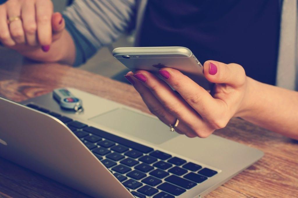 office 620822 1280 - ¿Por qué un sitio web responsivo es obligatorio en nuestros días?